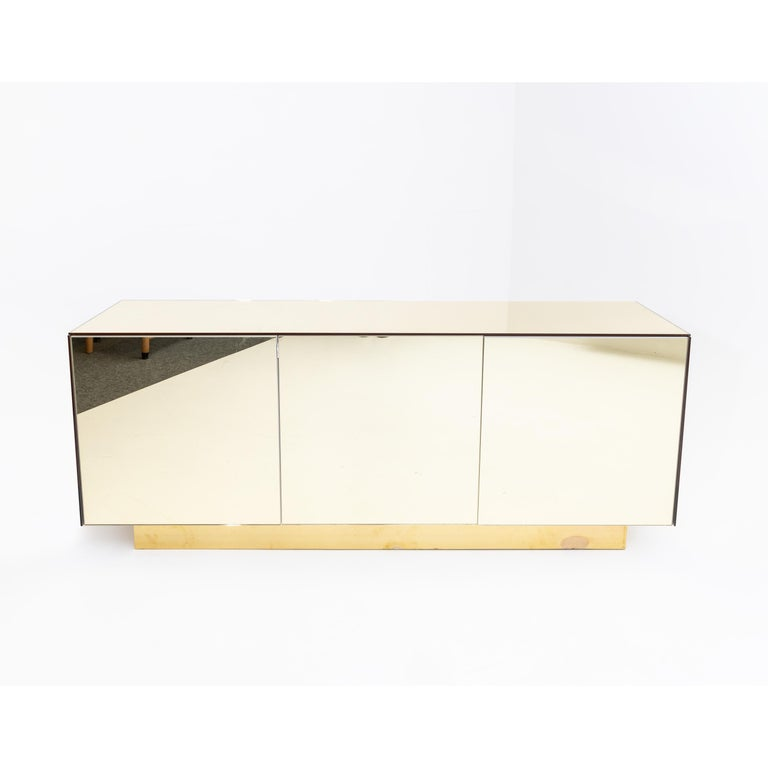Mid-Century Modern Gold Mirrored Sideboard, Italy, 1970s For Sale
