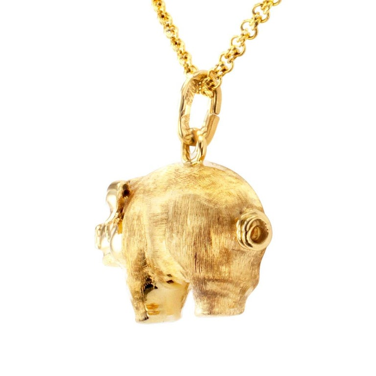 Estate gold piglet charm pendant. This is a detailed three-dimensional, all 14-karat yellow gold design, the body and extremities enhanced with attentive Florentine work to the shiny face and corkscrew tail. It is adorable, in excellent condition