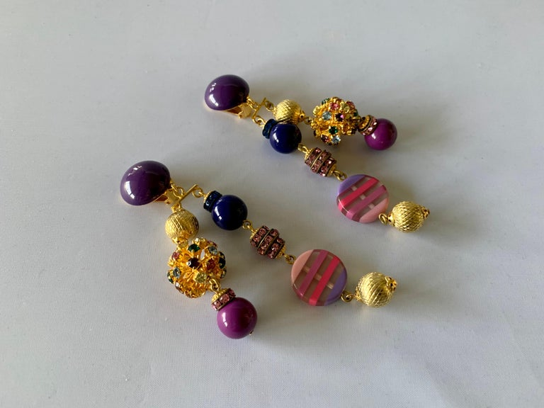 Contemporary gold, pink, and purple French clip-on statement earrings comprised out of gilt metal findings and vintage glass beads, handmade in Paris France by Francoise Montague.