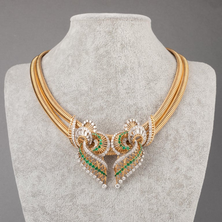 Round Cut Gold Platinum Emeralds and 7 Carat Diamonds French Vintage Necklace For Sale