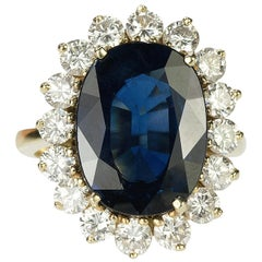 Gold Ring with 9.05 Carat AGL Certified Sapphire