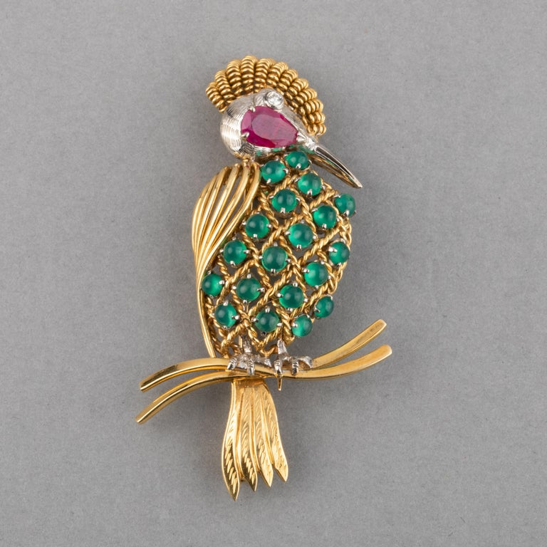 Women's Gold Ruby Diamonds and Agate Vintage Bird Brooch For Sale