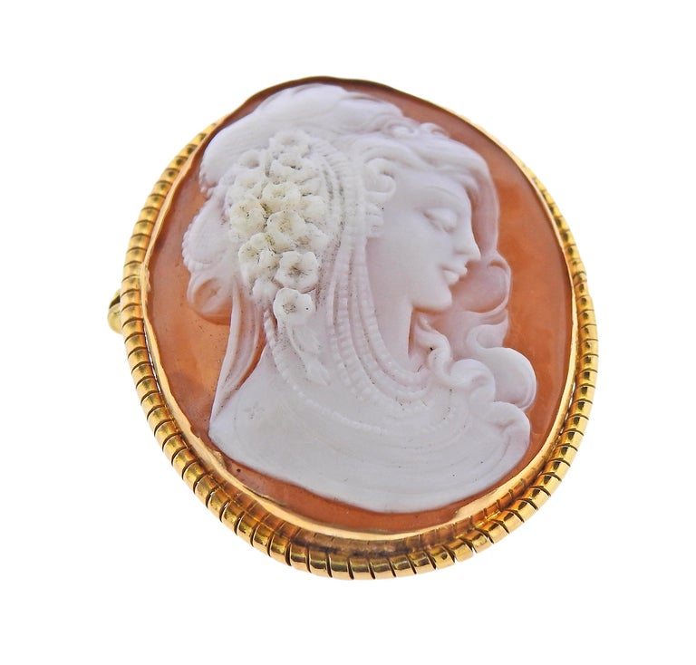 Gold Shell Cameo Pendant Brooch In Excellent Condition For Sale In New York, NY