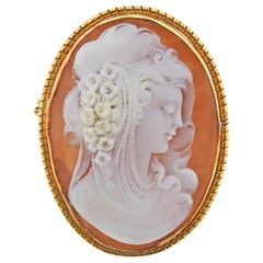 Gold Shell Cameo Pendant Brooch