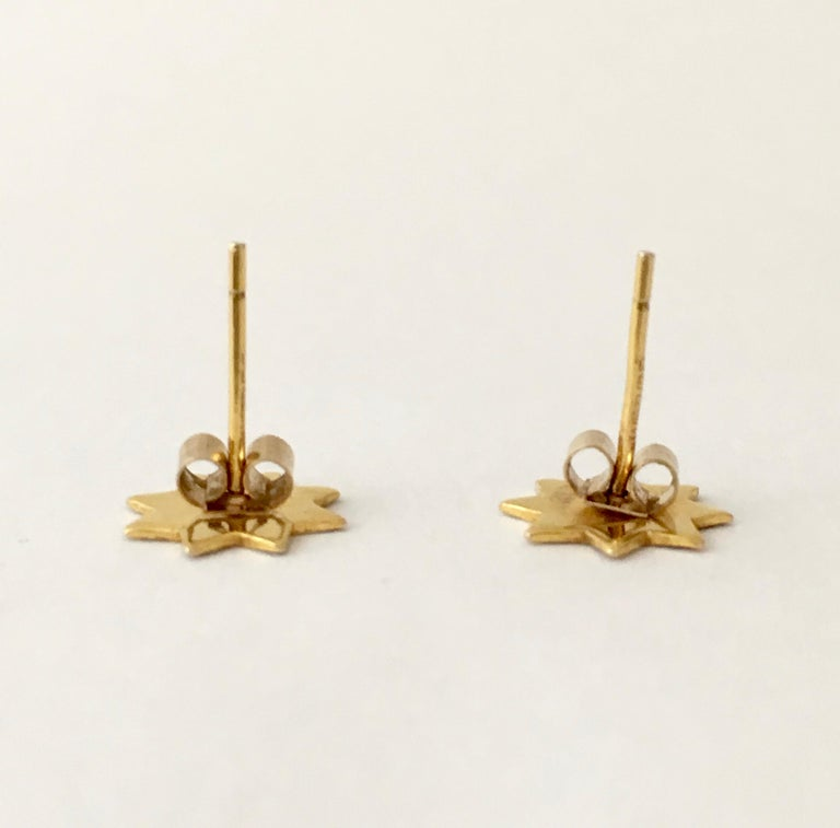 Gold Star Stud Earrings 1970s Vintage Jewelry Celestial In Good Condition For Sale In London, GB