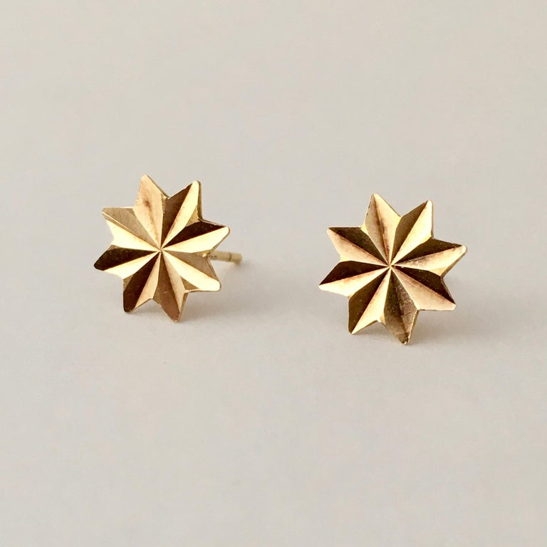 Women's or Men's Gold Star Stud Earrings 1970s Vintage Jewelry Celestial For Sale