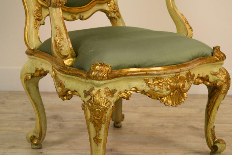 Golden and Lacquered Wood Venetian Armchair, 18th Century In Good Condition For Sale In Cherasco, IT