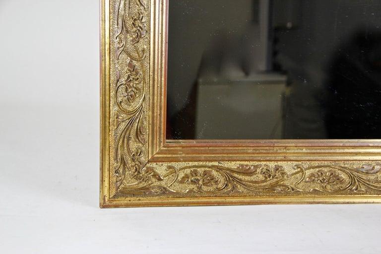 Golden Art Nouveau Mirror, Austria, circa 1900 In Good Condition For Sale In Linz , AT