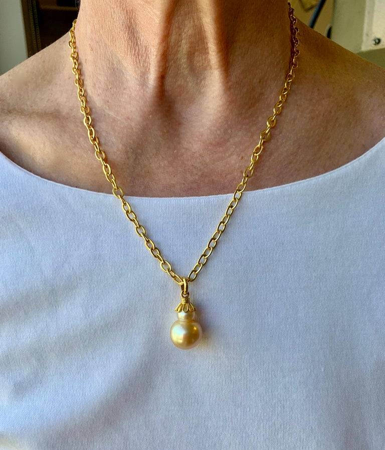 Golden South Sea Pearl in Yellow Gold 22 Karat Gold Pendant In New Condition For Sale In New York, NY