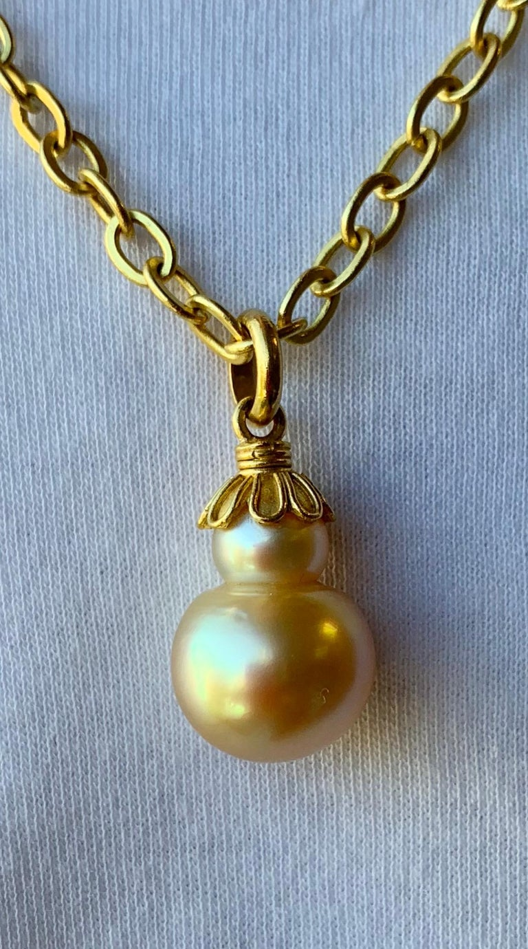 Golden South Sea Pearl in Yellow Gold 22 Karat Gold Pendant For Sale 1