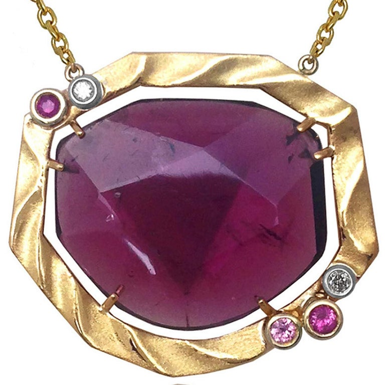 Golden Sweetbriar Pendant Featuring a Pink Tourmaline and 18 Karat Yellow Gold In New Condition For Sale In New York, NY