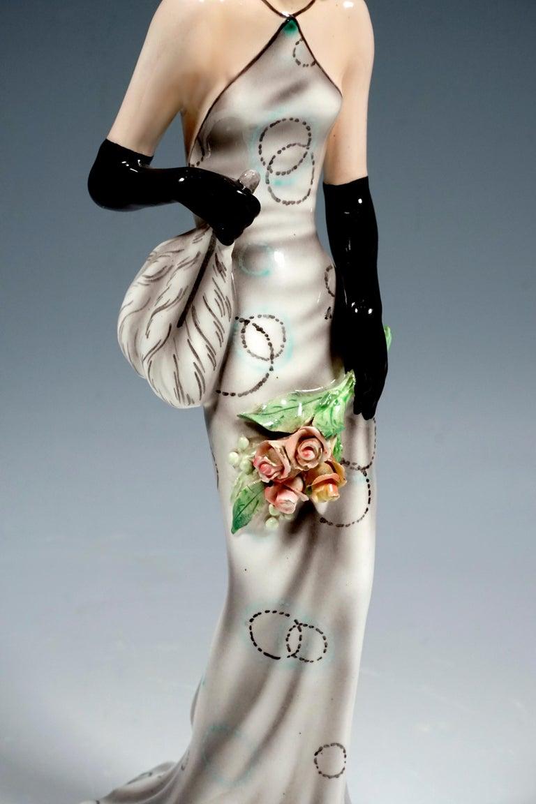 Goldscheider Vienna Figurine 'Eveneing Dress' by Josef Lorenzl, circa 1935 In Good Condition In Vienna, AT