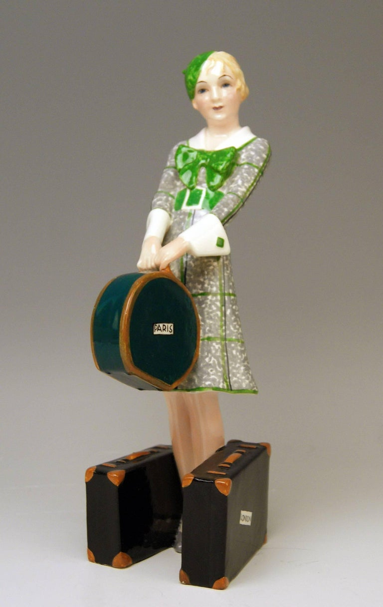 Goldscheider Vienna Figurine Lady Traveller Model 7064 Josef Lorenzl In Excellent Condition For Sale In Vienna, AT
