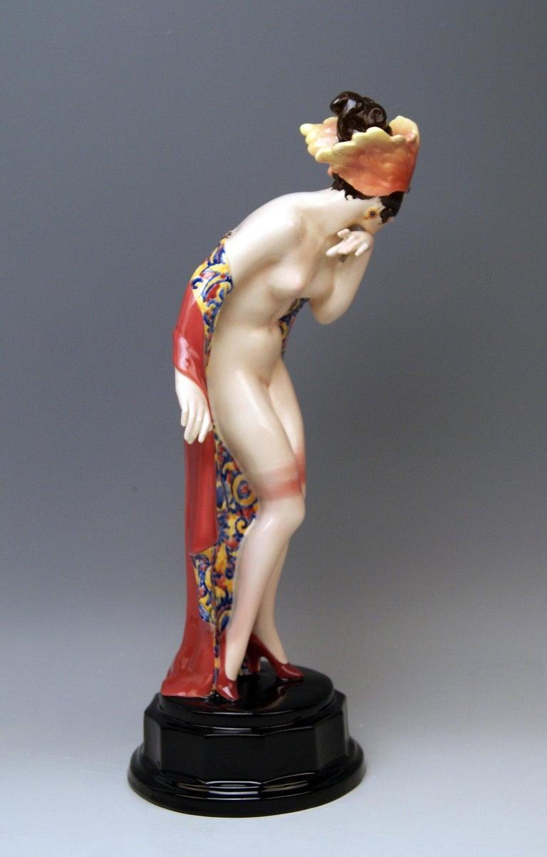 Art Deco Goldscheider Vienna Lady Nude Nr. 5060 Feathered Cap Fascination Thomasch For Sale