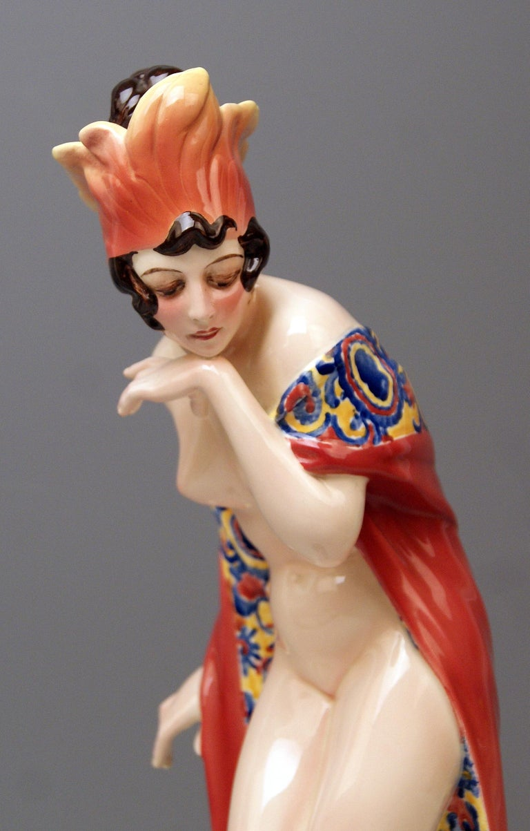 Goldscheider Vienna Lady Nude Nr. 5060 Feathered Cap Fascination Thomasch In Excellent Condition For Sale In Vienna, AT