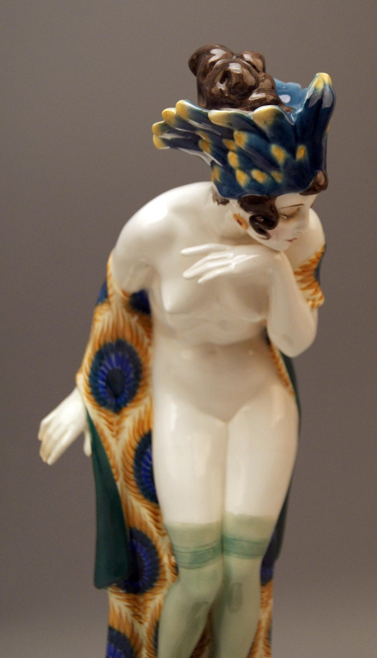 Goldscheider Vienna Lady Nude with Feathered Cap by Wilhelm Thomasch In Excellent Condition In Vienna, AT