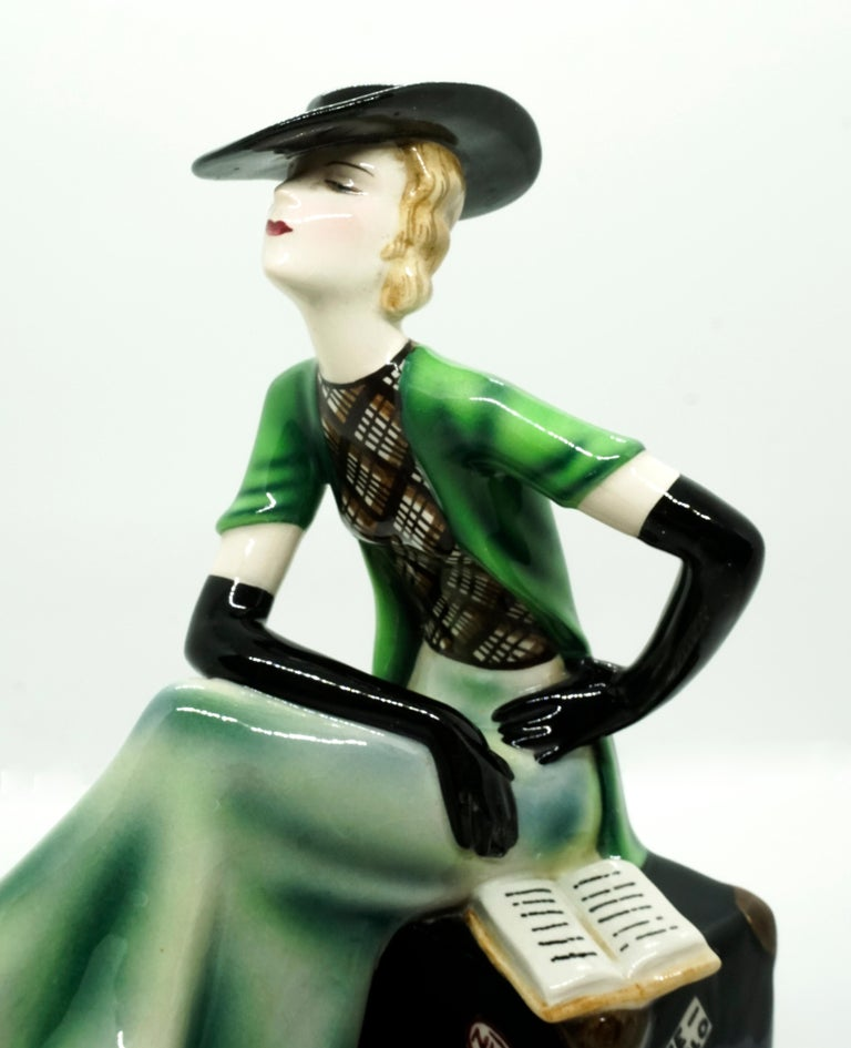 Goldscheider Vienna Lady with Hat Sitting on a Suitcase by Stephan Dakon, 1935 In Good Condition For Sale In Vienna, AT