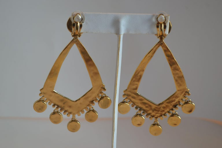 Goossens Paris Gold Statement Armure Clip Earrings In New Condition For Sale In Virginia Beach, VA