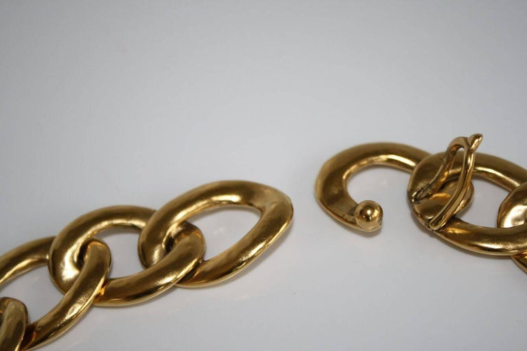 Absolute must have, the Lhassa collection celebrates the work of the chain, signature element of the House of Goossens. The hand hammered golden links make each piece unique. Very simple and easy to wear. Bronze plated with 24- carat yellow gold
