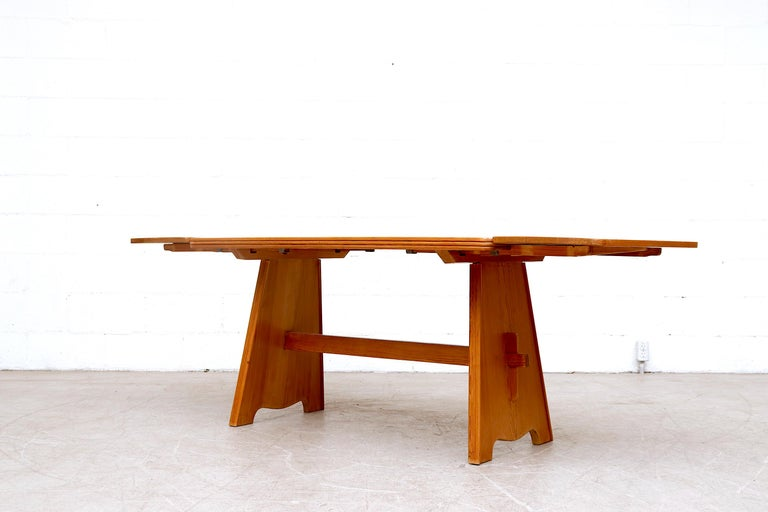 Göran Malmvall Pine Dining Table with Leaves In Good Condition For Sale In Los Angeles, CA