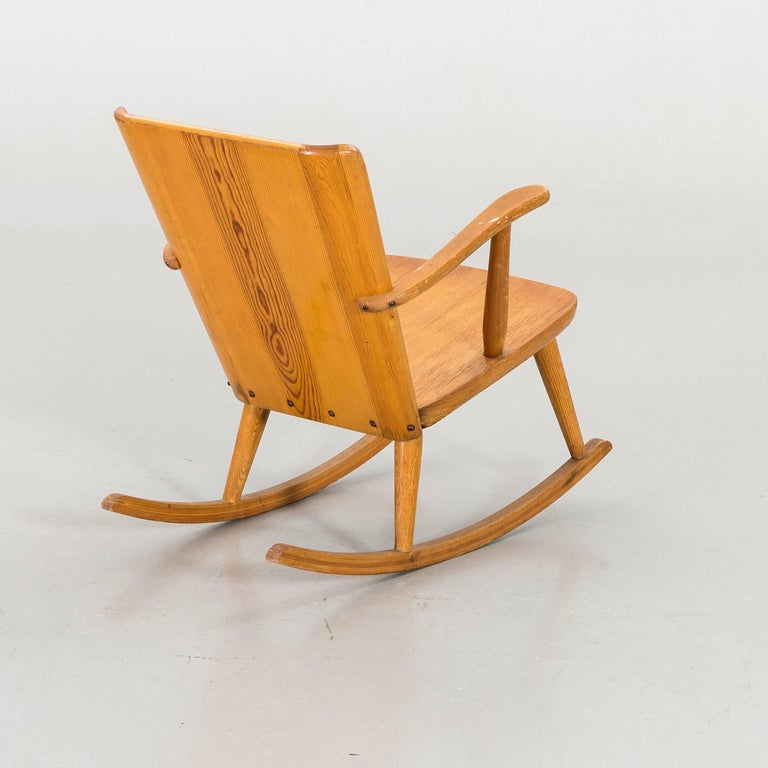 G¨ran Malmvall rocking armchair in natural pinewood, manufactured by Karl Andersson & Söner in Sweden, 1945. Signed in the bottom.