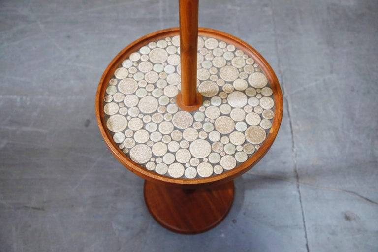 Gordon and Jane Martz for Marshall Studios Floor Lamp with Ceramic Tiles Table In Good Condition For Sale In Los Angeles, CA