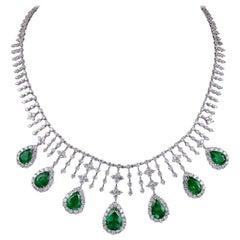 Gorgeous 16.60 Carat Diamonds with Pear Shape 15.67 Carat Emerald Necklace