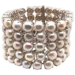 Gorgeous 18 Karat White Gold with 407.69 Carat Pearl and Diamond Bracelet