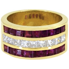 Gorgeous 18 Karat Yellow Gold 1.61 Carat of Total Diamonds with Rubies Dome Ring