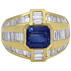 Gorgeous 18 Karat Yellow Gold Center Sapphires and Baguettes Dome Ring