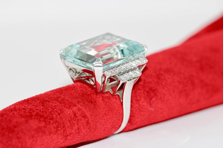 Gorgeous 950 Platinum Ring with Large Faceted Aquamarine and 24 Diamonds For Sale 5