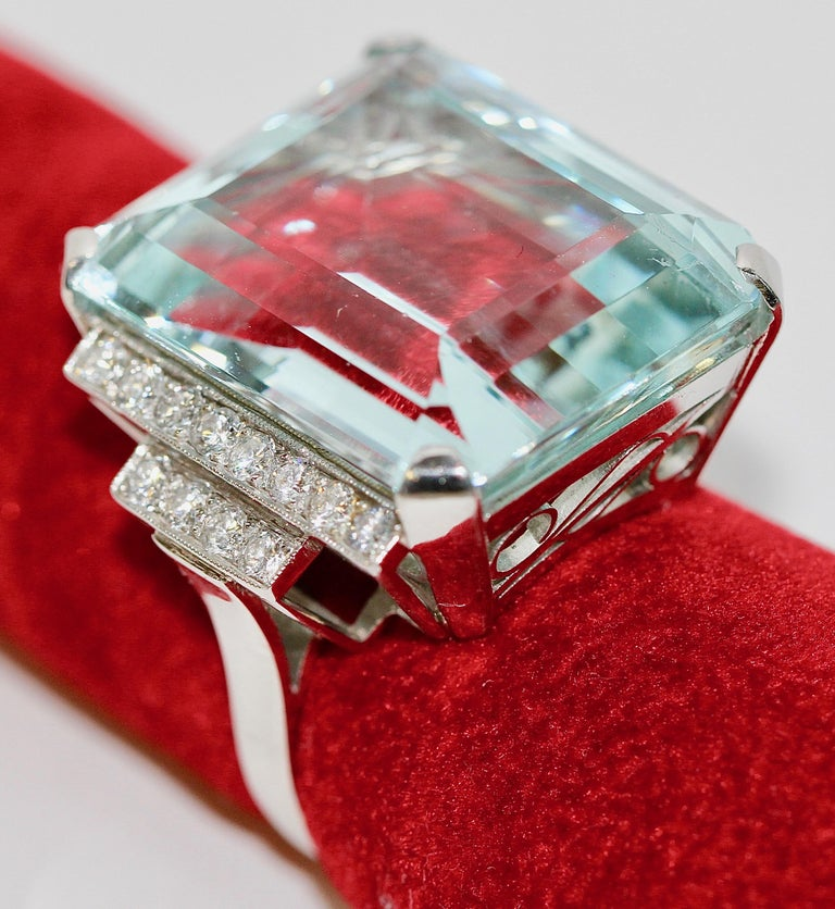 Gorgeous 950 Platinum Ring with Large 34.8ct Faceted Aquamarine and 24 Diamonds For Sale 1
