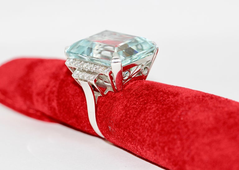 Gorgeous 950 Platinum Ring with Large 34.8ct Faceted Aquamarine and 24 Diamonds For Sale 3