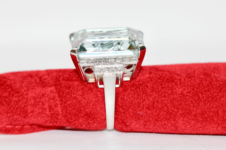 Gorgeous 950 Platinum Ring with Large 34.8ct Faceted Aquamarine and 24 Diamonds For Sale 4