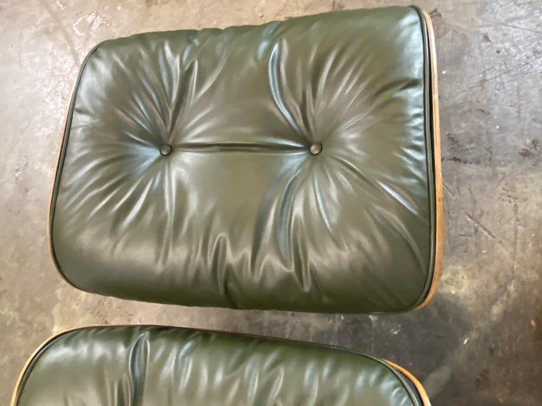 Gorgeous Avocado Eames Lounge Chair and Ottoman For Sale 3