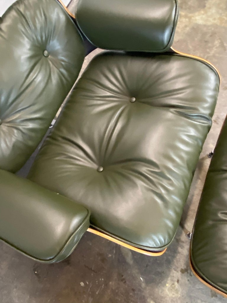 Gorgeous Avocado Eames Lounge Chair and Ottoman For Sale 4