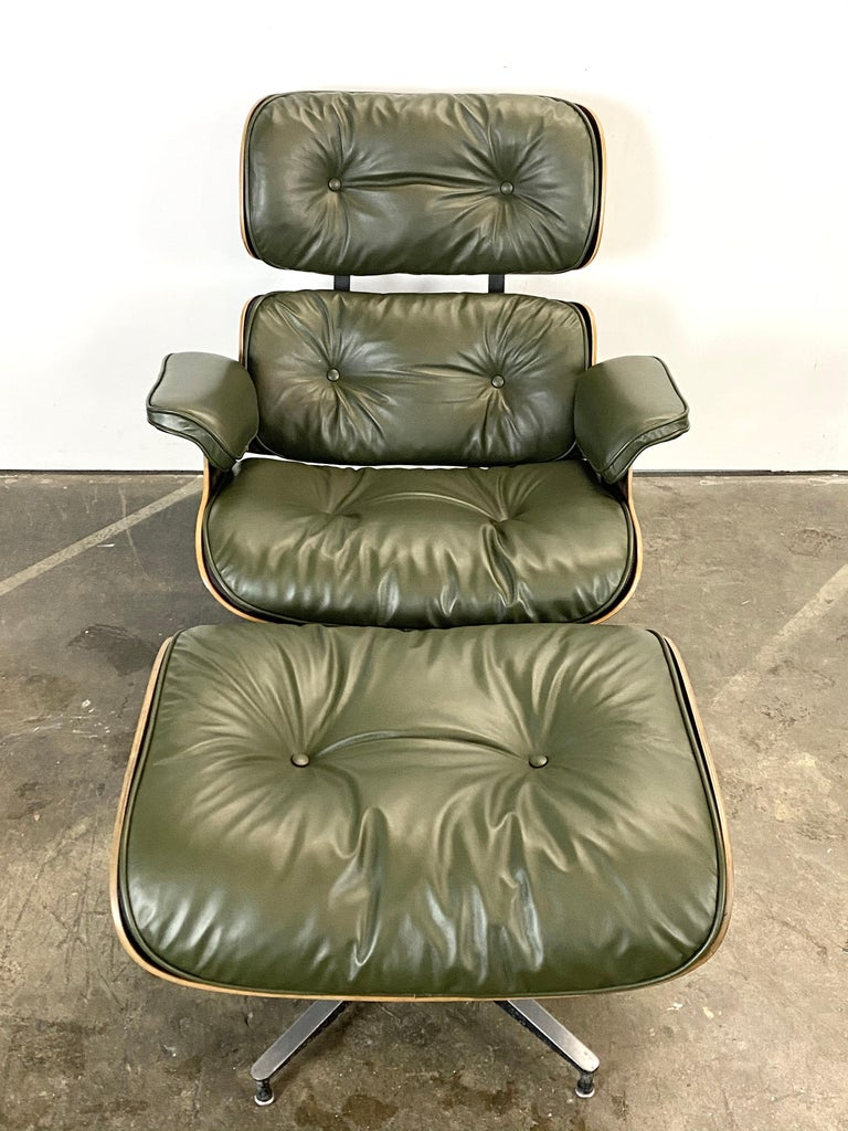 Mid-Century Modern Gorgeous Avocado Eames Lounge Chair and Ottoman For Sale