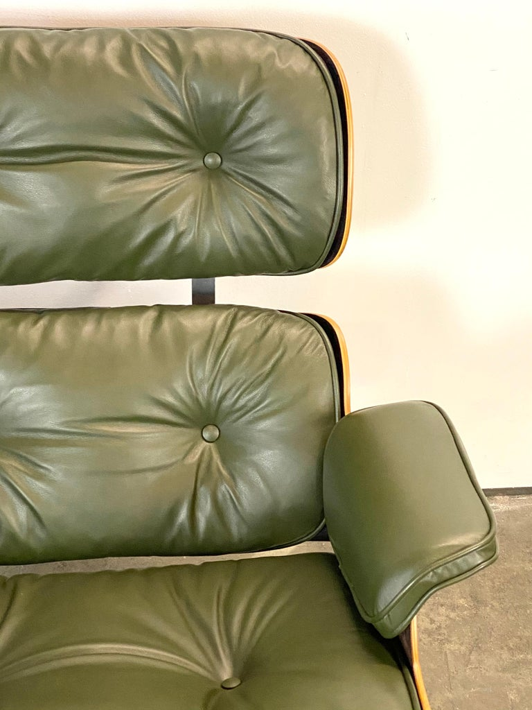 20th Century Gorgeous Avocado Eames Lounge Chair and Ottoman For Sale