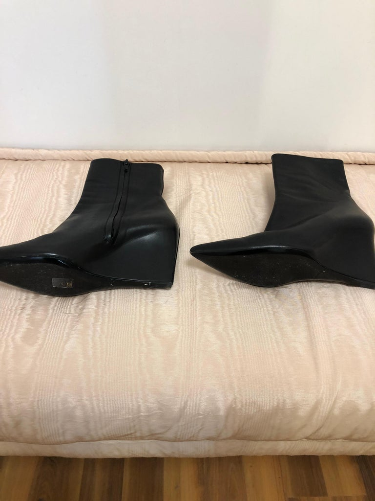 Gorgeous Balenciaga Black (one piece of) Leather Wedge Booties 41 In Excellent Condition For Sale In Port Hope, ON