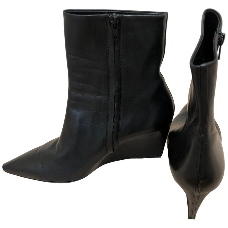 Gorgeous Balenciaga Black (one piece of) Leather Wedge Booties 41 For Sale