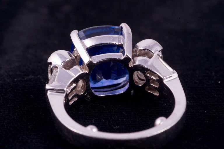 Contemporary Gorgeous Blue Sapphire and Diamond Ring For Sale