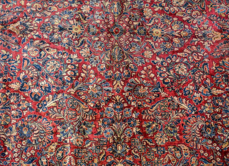 Gorgeous Early 20th Century Sarouk Rug In Good Condition For Sale In Chicago, IL