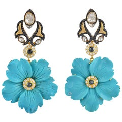 Gorgeous Flower Shape Turquoise Set in 18 Karat Gold with Diamonds
