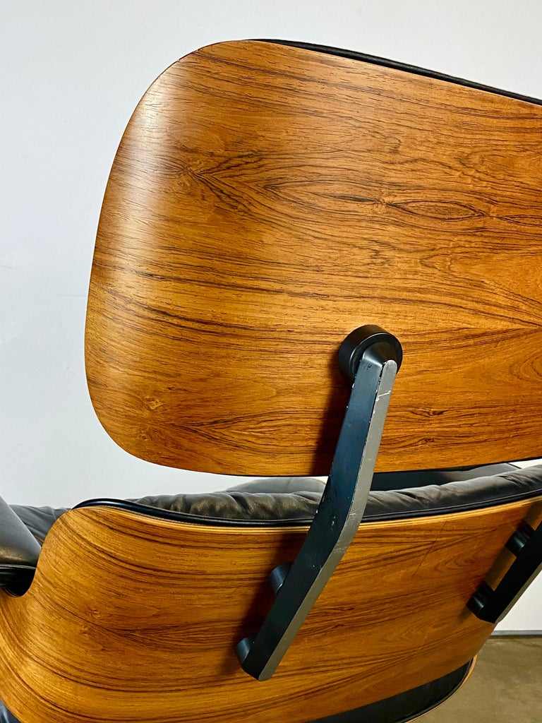 Gorgeous Herman Miller Eames Lounge Chair and Ottoman For Sale 6