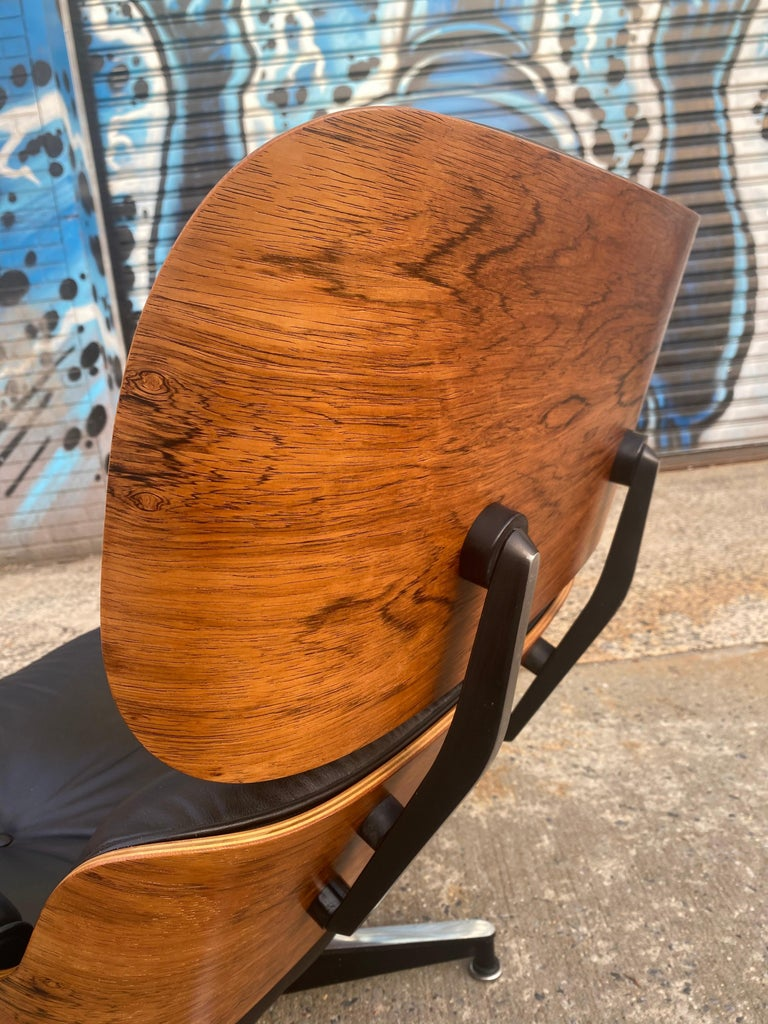 Gorgeous Herman Miller Eames Rosewood Lounge Chair and Ottoman For Sale 3
