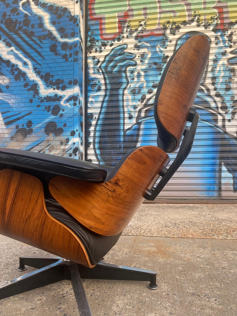 Leather Gorgeous Herman Miller Eames Rosewood Lounge Chair and Ottoman For Sale