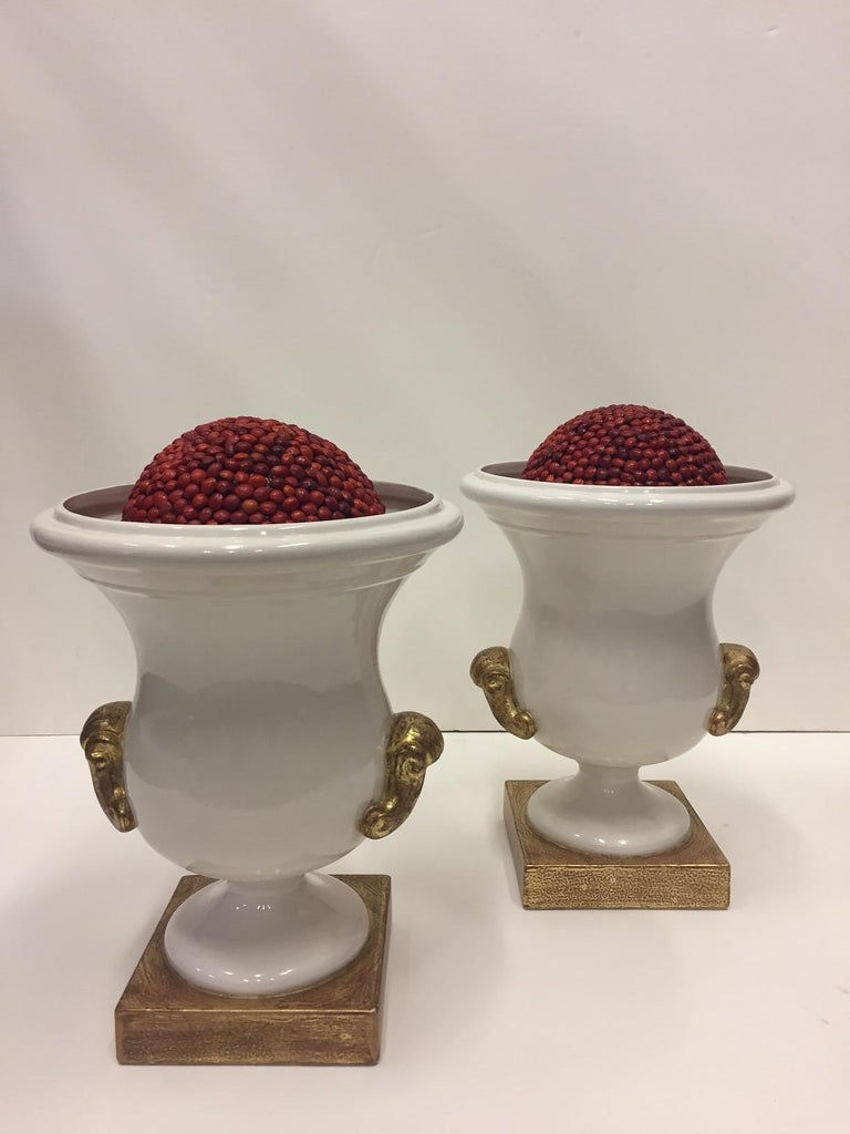Late 20th Century Gorgeous Italian Pair of Cream and Gold Ceramic Urns For Sale