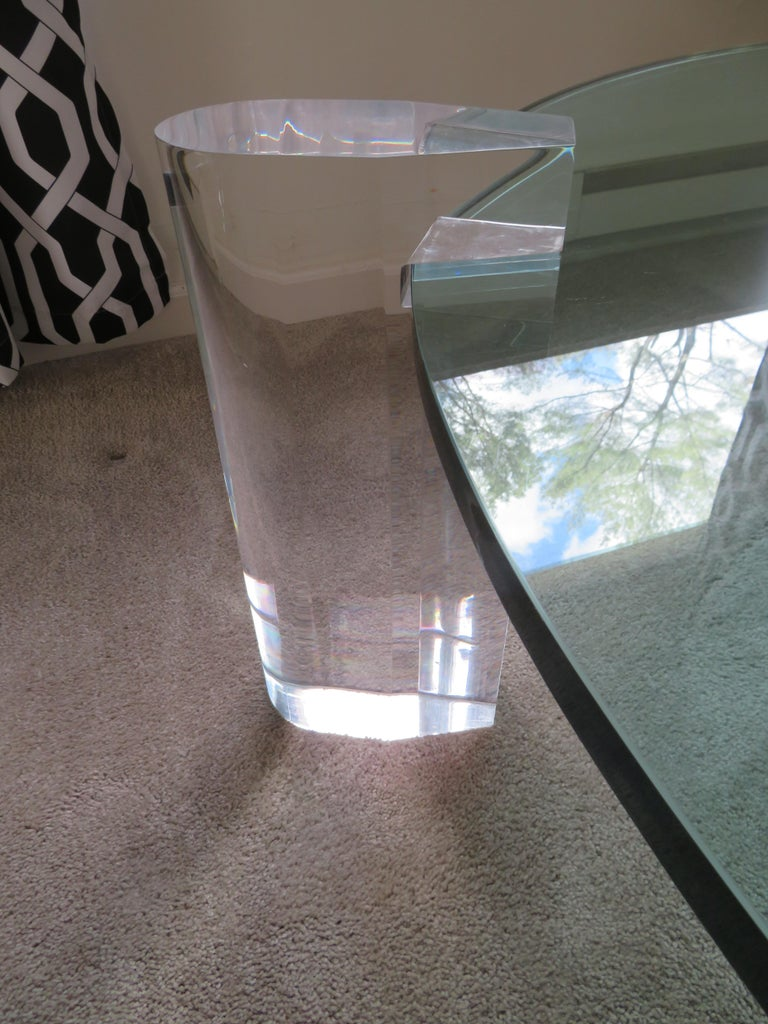Gorgeous Karl Springer Style Lucite Column Round Coffee Table Mid-Century Modern In Good Condition For Sale In Medford, NJ