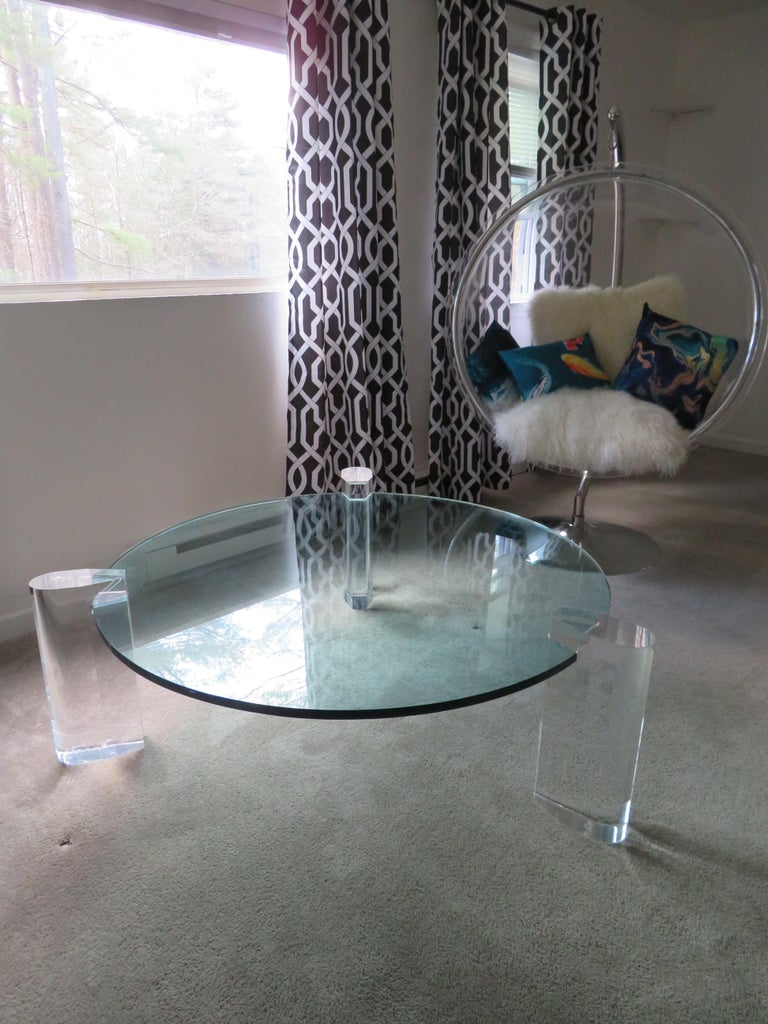 Gorgeous Karl Springer Style Lucite Column Round Coffee Table Mid-Century Modern For Sale 2