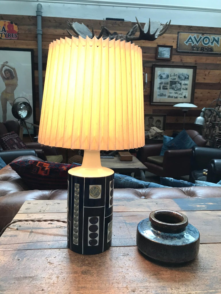 Gorgeous Midcentury Pottery Table Lamp by Fog & Mørup with Its Original Shade For Sale 3